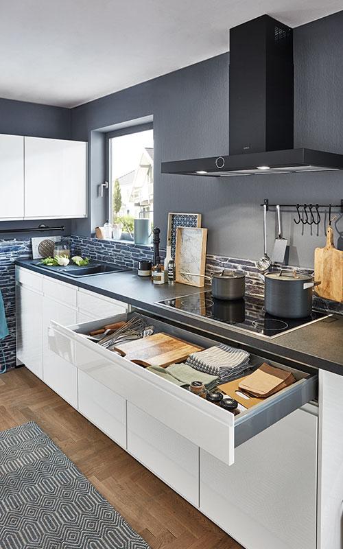 Schublade in einer grifflosen Küche